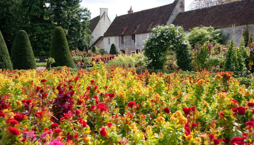The flower garden chenonceau for Jardin french to english